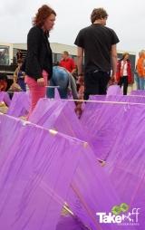 <h5>Samenwerking op het strand</h5><p>Met zijn allen samenwerken aan één Megavlieger, leuke teambuilding workshop!</p>