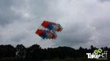 <h5>Megavlieger gaat omhoog.</h5><p>De Megavlieger gaat omhoog bij hotel Mooi Rivier in Dalfsen.</p>
