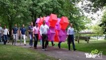 <h5>Megavlieger in het park bij Maastricht</h5><p>In Maastricht moesten we een stukje lopen om bij de pietersberg te komen. Daar konden we de Megavlieger pas oplaten.</p>