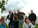 <h5>Deelnemers trots op hun vlieger</h5><p>Als de zelfgemaakte reuzenvliegers dan ook écht goed blijken te vliegen wil iedereen uiteraard ook een keertje vliegeren. Erg leuk om te zien!</p>