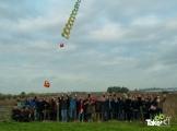<h5>Teamfoto Arcadis</h5><p>Leuke teamfoto van de deelnemers aan dit bedrijfsuitje met hun zelfgebouwde vliegertrein in de lucht.</p>