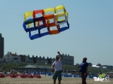 <h5>De teamvlieger gaat de lucht in.</h5><p>De teamvlieger gaat succesvol de lucht in op het Zandvoortse strand.</p>