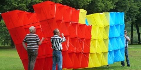 Megavlieger gebouwd met 200 pers. van de gemeente Den Bosch