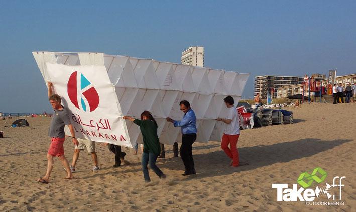 Megavlieger bouwen in Zandvoort.