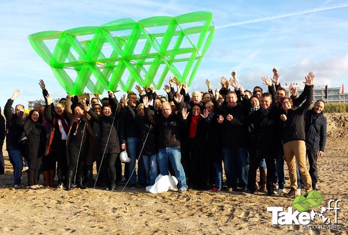 Megavlieger bouwen in Noordwijk aan Zee.
