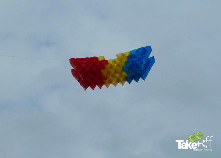 3D Megavlieger hoog in de lucht boven Den Bosch.