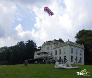Megavlieger in de lucht bij Sonsbeek park in Arnhem.