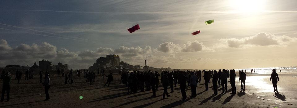 Megavliegers boven het Noordwijkse strand.