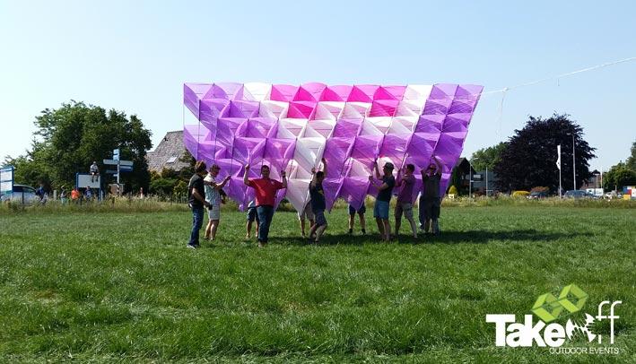 Schitterende Megavlieger die met 200 personen gebouwd is in slechts 2,5 uur!