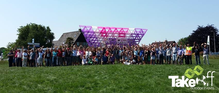 Bedrijfsuitje Megavlieger bouwen met 200 personen.