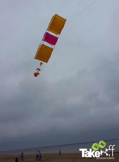 Vliegers bouwen in Rockanje.