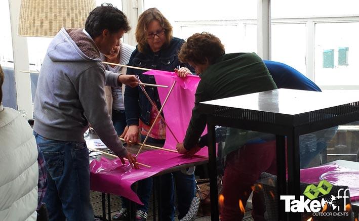 Workshop vliegers bouwen in Rockanje. Leuk als bedrijfsuitje.