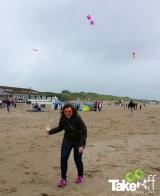 <h5>Vliegeren op het strand</h5><p>Leuk he! Heb je net met je team een vlieger gebouwd, blijkt ie het ook nog gewoon harstikke goed te doen!</p>