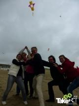 <h5>Hij vliegt!!!</h5><p>YESSSSS...hij doet het! Leuke teamfoto van het trotse team. Mooie vlieger!</p>