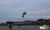 <h5>Reuzevlieger in Harderwijk</h5><p>Mooie Reuzevlieger boven het strandeiland in Harderwijk. Op de achtergrond de boulevard.</p>