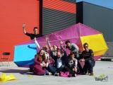<h5>Team 2 met de reuzenvlieger</h5><p>Mooie reuzenvlieger met de bouwers net voor de lancering!</p>