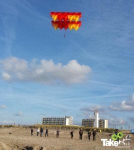 Mooie Megavlieger boven Noordwijk.