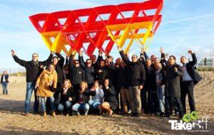 Megavlieger bouwen tijdens een vergaderbreak in Noordwijk.