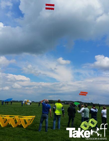 De eerste Megavlieger staat mooi hoog in de lucht.