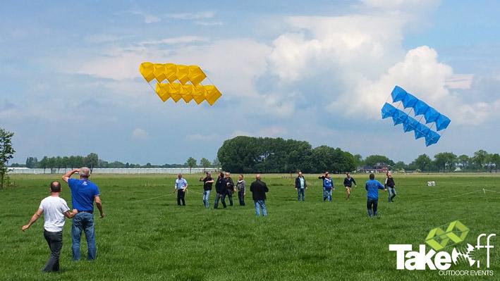 Onder luid gejuich kiezen de vliegers het luchtruim.