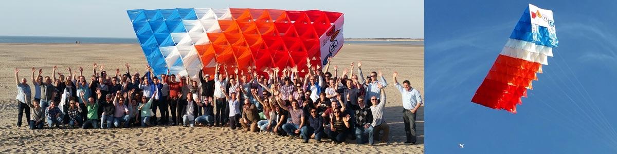Megavlieger bouwen bij Natural High op de Brouwersdam. Bedrijfsuitje voor 200 personen.