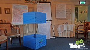 Start situatie voor de teambuilding workshop. Bouw met zijn allen één gezamenlijke teamvlieger.