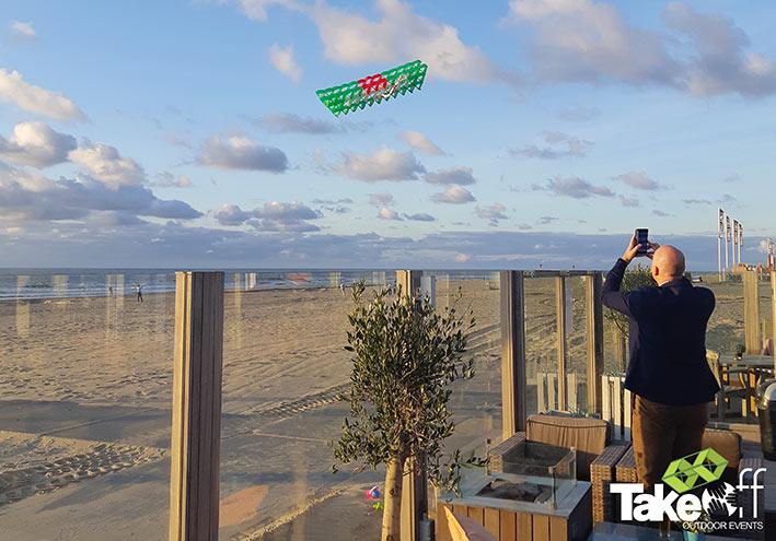 Megavlieger boven het Katwijkse strand.